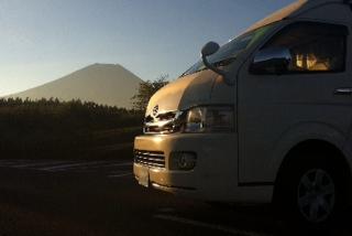 朝焼けの富士山とフェリアス